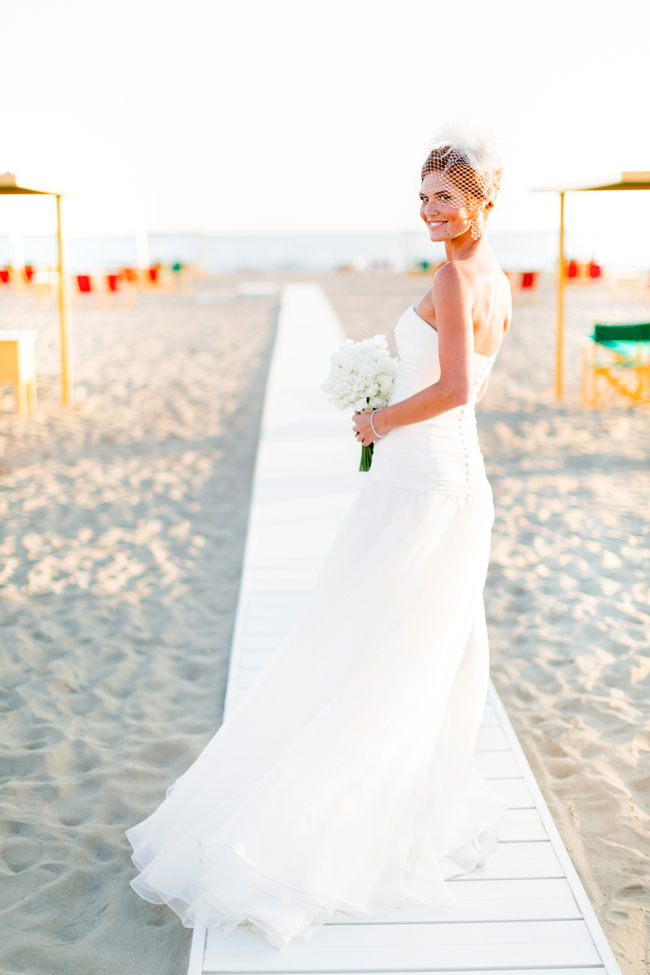 Nautical Chic Tuscany Wedding Along Versilia Coast In Neutral Sand Hues | Photograph by Facibeni Fotografia https://storyboardwedding.com/nautical-chic-tuscany-wedding-versilia-coast/