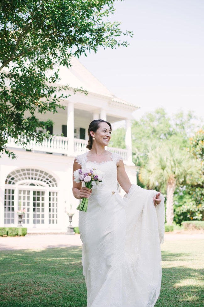 Classic Southern Charleston Wedding At Dunes West Golf & River Club | Photograph by Aaron and Jillian Photography  http://storyboardwedding.com/southern-charleston-wedding-dunes-west-golf-river-club/
