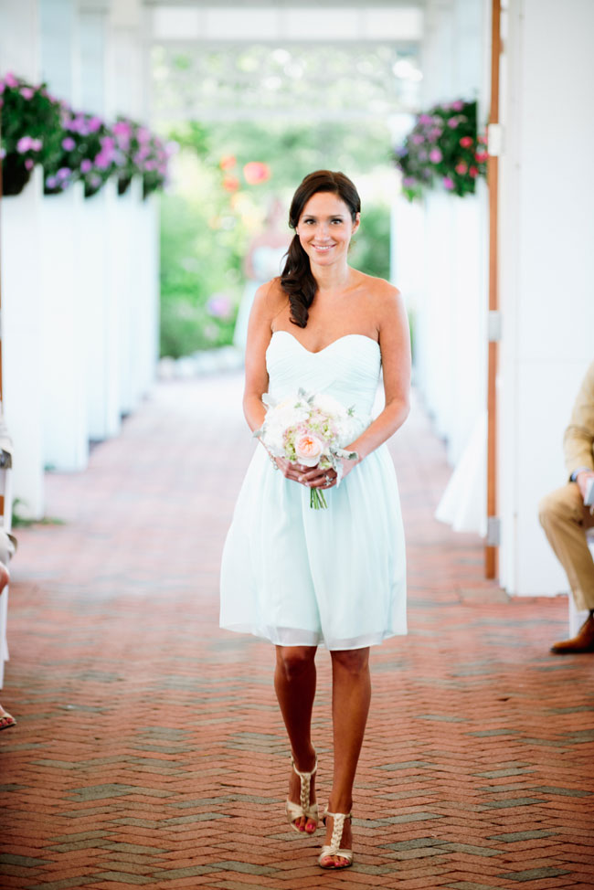 New Jersey Mallard Island Yacht Club Upscale Nautical Wedding | Photograph by Off BEET Productions  http://storyboardwedding.com/new-jersey-mallard-island-yacht-club-nautical-wedding/