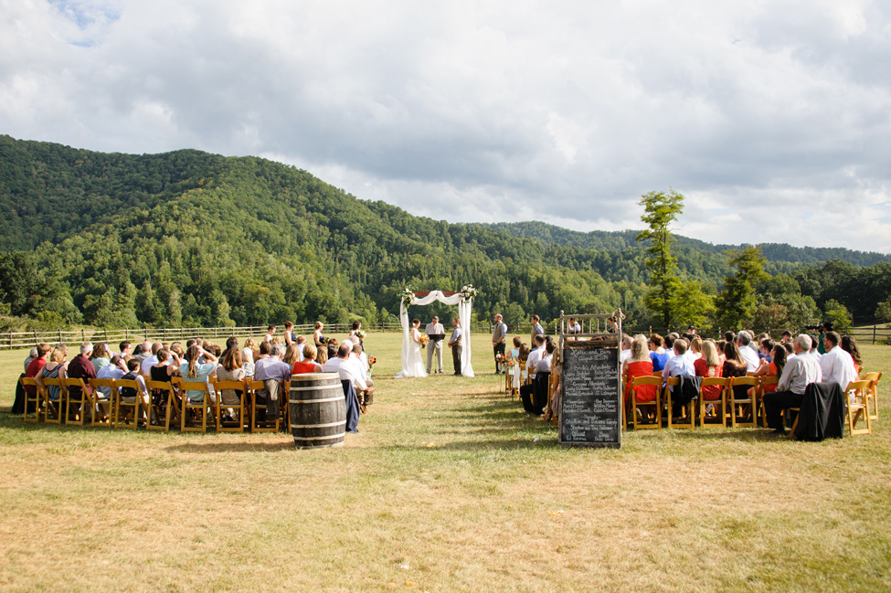 North Carolina Mountain Wedding At Claxton Farm | Photograph by Jen Yuson Photography  https://storyboardwedding.com/north-carolina-mountain-wedding-claxton-farm/
