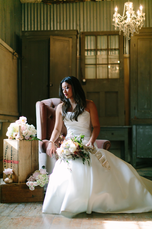 A Modern Chic Bride With A Pension For Vintage Touches | Photograph by Al Gawlik Photography  https://storyboardwedding.com/modern-chic-bride-vintage/