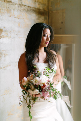 A Modern Chic Bride With A Pension For Vintage Touches | Photograph by Al Gawlik Photography  http://storyboardwedding.com/modern-chic-bride-vintage/