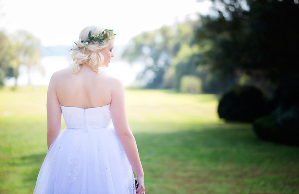Duo of Chic Bridal Looks At Historic Berkeley Plantation Wedding | Photograph by Bob Schnell Photography  https://storyboardwedding.com/chic-bridal-looks-historic-berkeley-plantation-wedding/