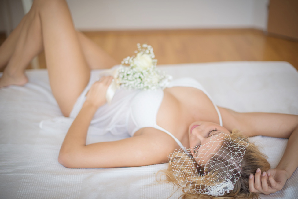 Getting Ready Bridal Boudoir Infused With Delicate Details | Photograph by Baru La Photo  https://storyboardwedding.com/getting-ready-bridal-boudoir-delicate-details/