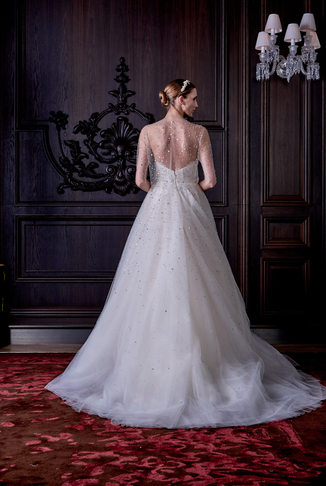 Monique Lhuillier Wedding Dress Spring Summer 2016 Bridal Collection  http://storyboardwedding.com/monique-lhuillier-wedding-dress-spring-summer-2016-bridal-collection/