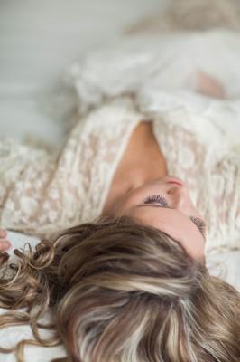 Soft_Feminine_Boudoir_Ashley_Noelle_Edwards_Photographs_9-v
