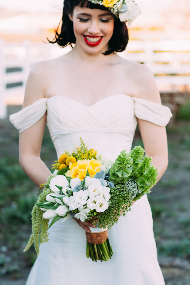 A Modern Snow White Wedding Nestled In The Country | Photograph by White Rabbit Photo Boutique  https://storyboardwedding.com/modern-snow-white-wedding-country/