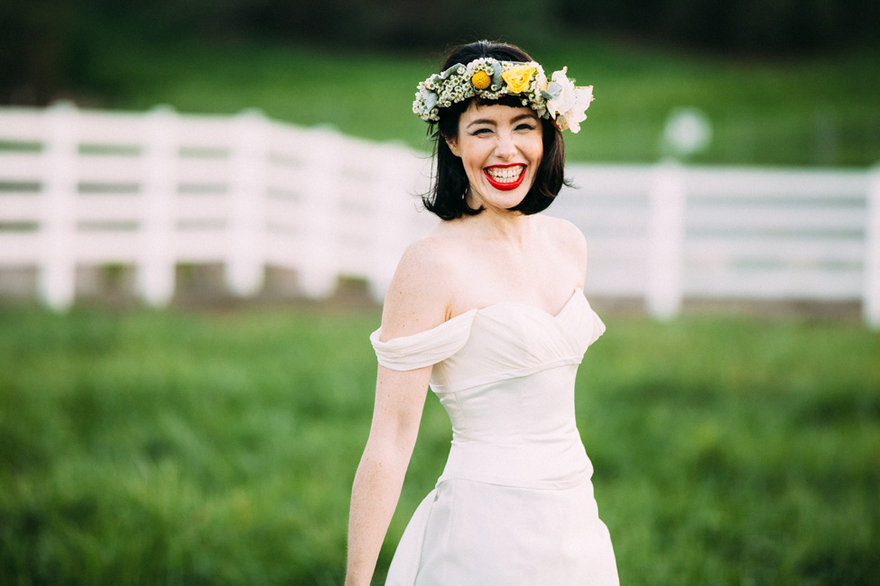 A Modern Snow White Wedding Nestled In The Country | Photograph by White Rabbit Photo Boutique  http://storyboardwedding.com/modern-snow-white-wedding-country/