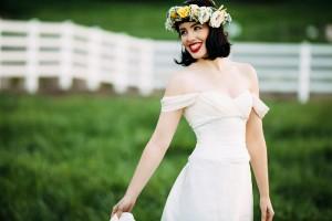Modern_Country_Snow_White_Wedding_White_Rabbit_Photo_Boutique_9-h