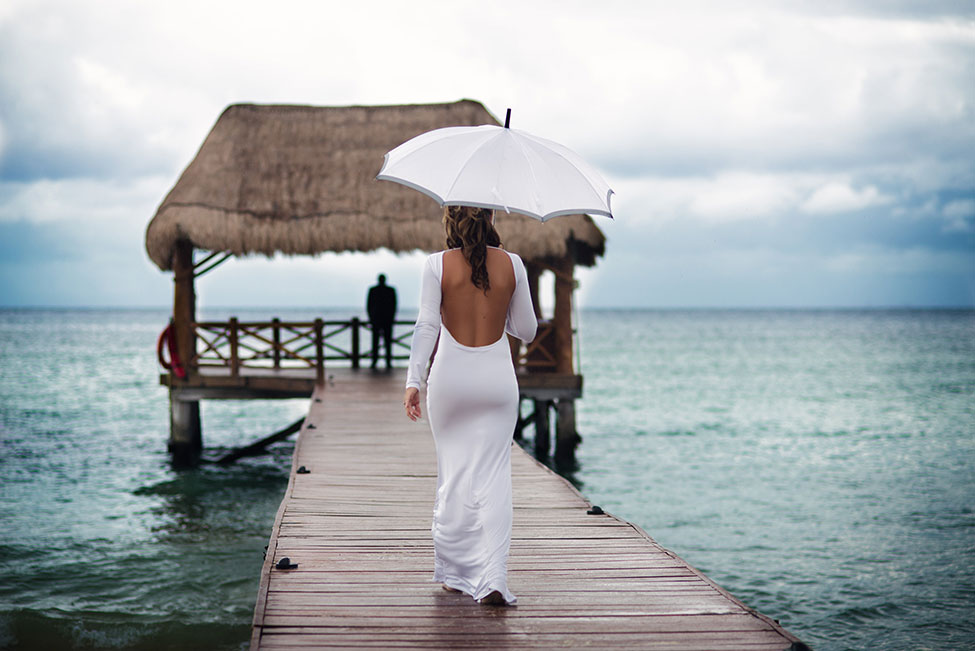 Cinema Like Couple Boudoir Played Out On The Crystal Waters Of Mexico | Photograph by Art Of Her Photography  http://storyboardwedding.com/couple-boudoir-azul-fives-mexico/