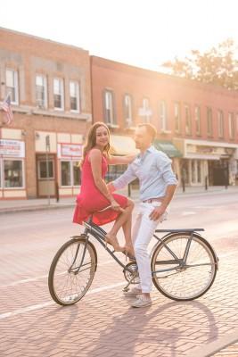 East_Aurora_Vintage_Bike_Engagement_Alyissa_Landri_Photography_3-v
