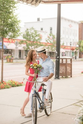 East_Aurora_Vintage_Bike_Engagement_Alyissa_Landri_Photography_9-rv