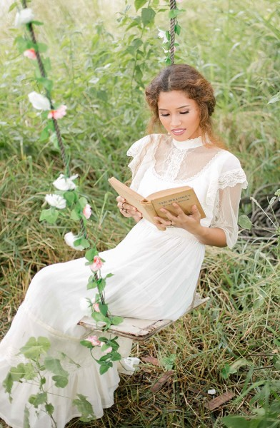 Anne_Green_Gables_Vintage_Bride_Capturing_Smiles_Photographer_44-v