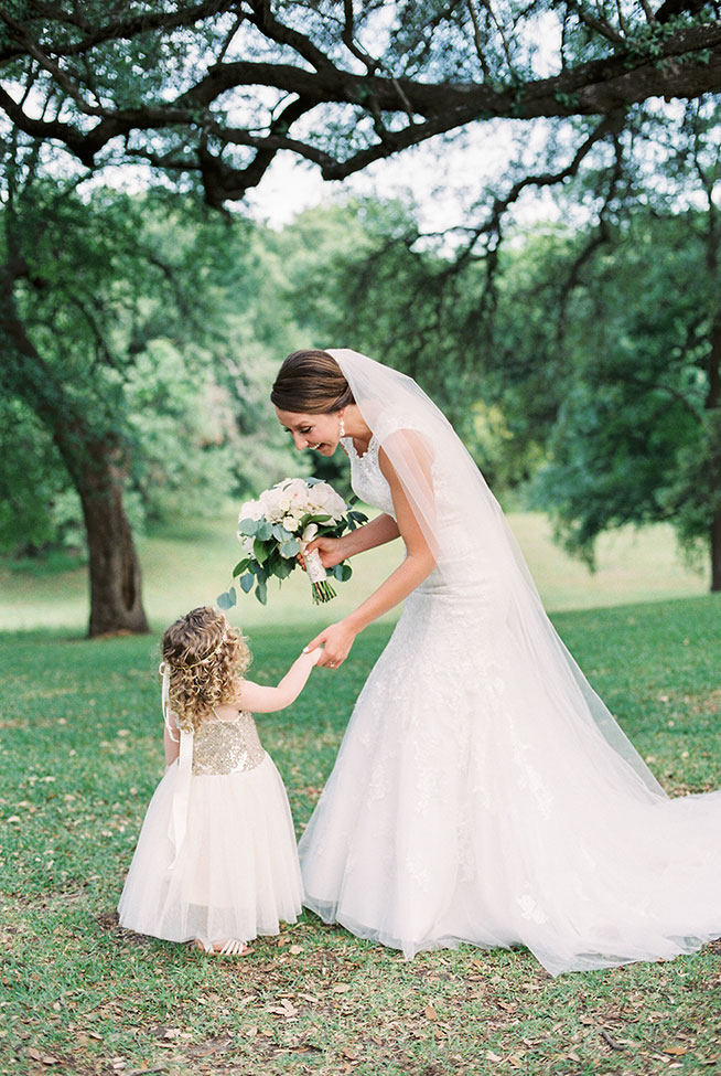 Classic Texas Wedding At Cathedral Oaks In Belton Texas | Photograph by Emilie Anne Photography
