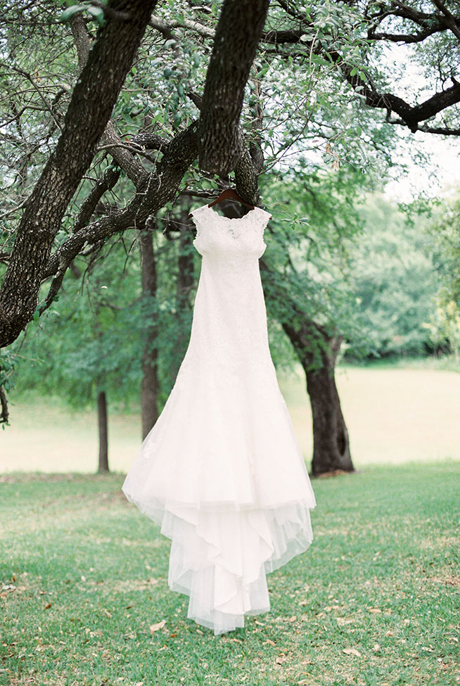 Classic Texas Wedding At Cathedral Oaks In Belton