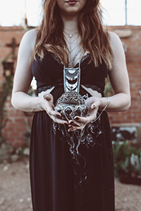 Coven Inspired Moody Wedding Inspiration Perfection | Photograph by Laura Beck Photography