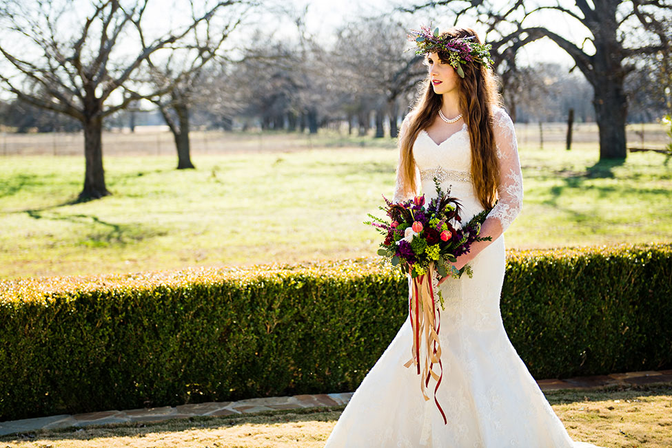 Rustic Chic Fall Wedding With A Bohemian Spirit | Photograph by Photo La Vie