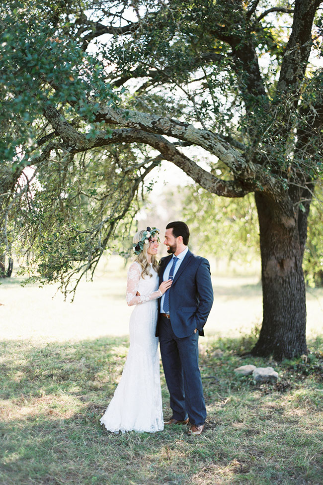 Rolling Texas Hill Country Wedding | Photograph by Anne Brookshire Photography  See the full story at https://storyboardwedding.com/texas-hill-country-wedding/