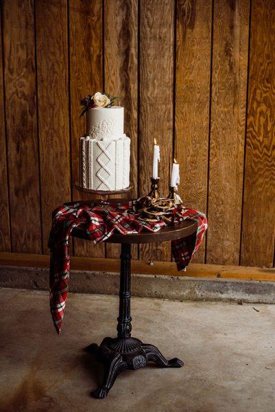 Butler_Barn_Winter_Wedding_Hazel_Eye_Photography_18-v