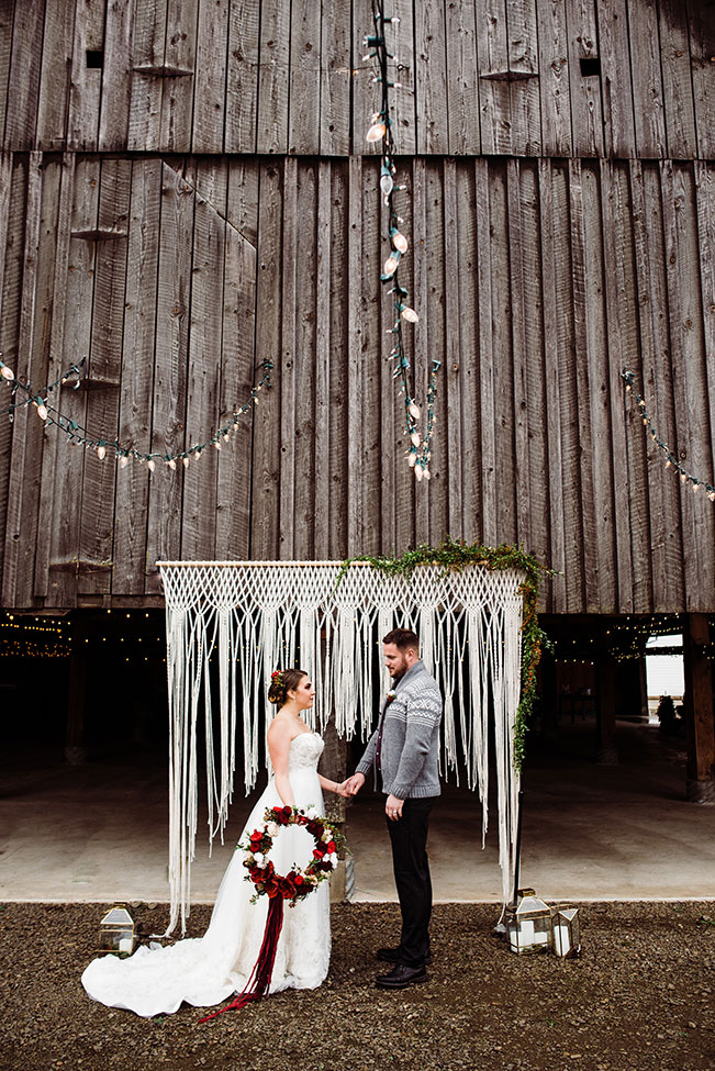 Butler Barn Oregon Winter Wedding | Photograph by Hazel Eye Photography  See the full story at https://storyboardwedding.com/butler-barn-oregon-winter-wedding/