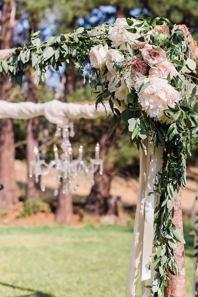 New Frontier Ranch Wedding With Chic Romantic Detailing | Photography by Hazel Eye Photography