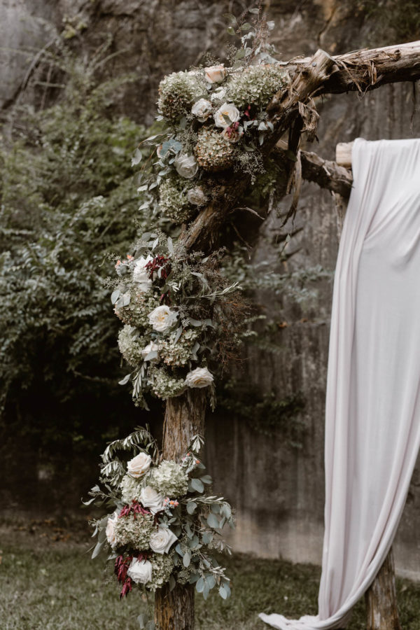 Organic Knoxville Wedding with A Neutral Palette Erin Morrison27
